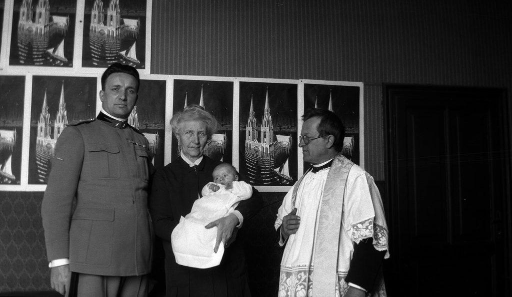 Baptism of Arthur Eduard Escher, 3 February 1929 (photo M.C. Escher)