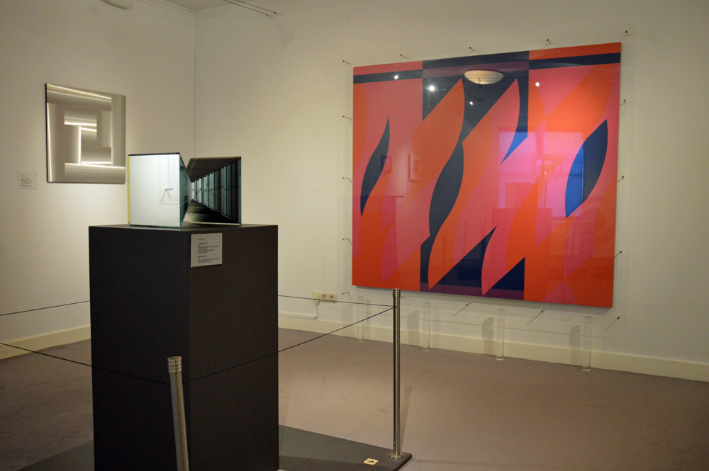 Two reds with Violet, Bridget Riley, op zaal bij Escher in het Paleis