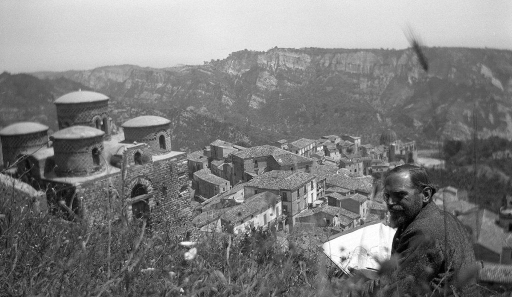 Giuseppe Haas-Triverio bij de Cattolica van Stilo, Calabrië, 15 mei 1930