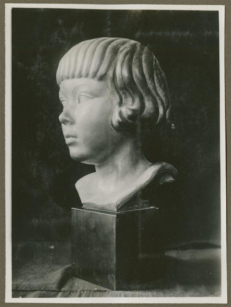 De buste van Jobs Wertheim in een fotoalbum van M.C. Escher