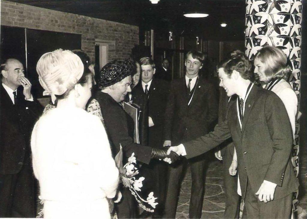 Opening van het nieuwe schoolgebouw in Baarn door Hare Majesteit Koningin Juliana, 31 maart 1969. Foto: Zandvoort Baarn
