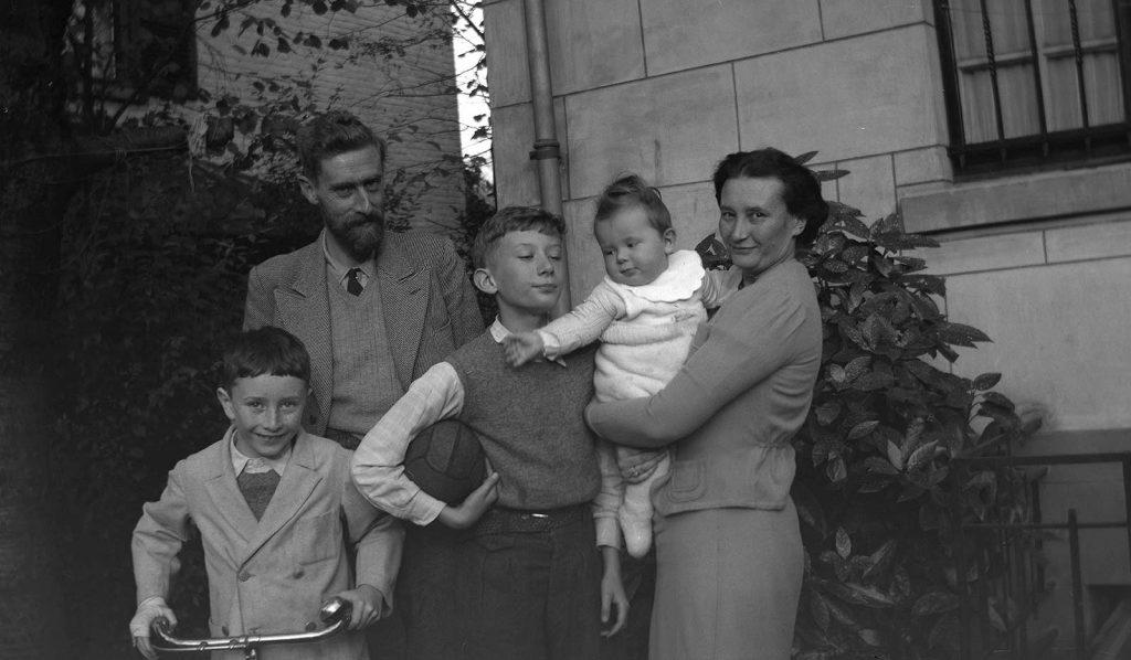 Arthur, vader Maurits, George, Jan en moeder Jetta (november 1938)