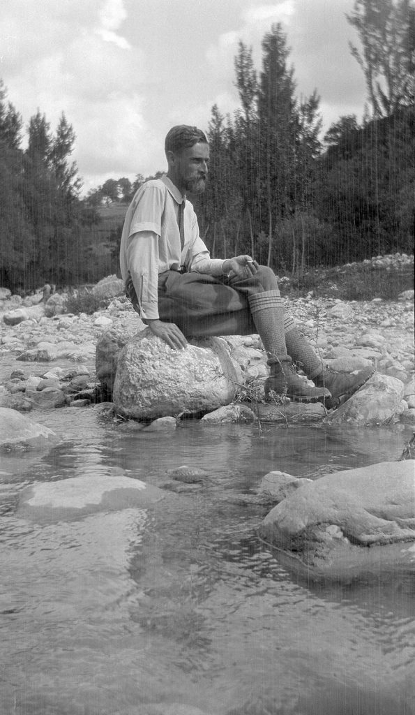Escher takes a break, somewhere between Alfedena and Castel San Vincenzo in the Abruzzi, 27 May 1929. A journey he made with Giuseppe Haas-Triverio.